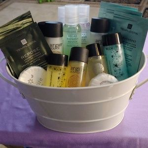 Temple Spa Makeup - ⛄ NEW!!! Gift Basket of Assorted Samples!!!⛄